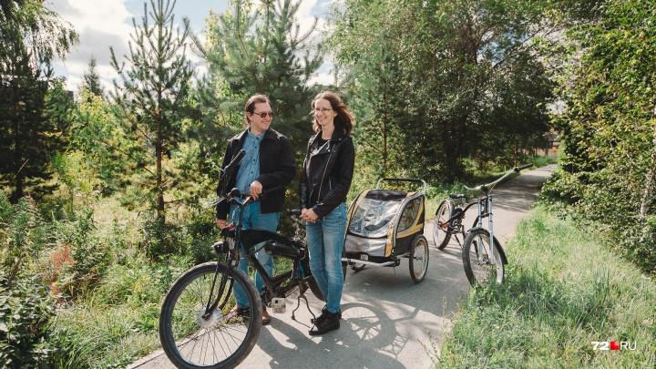На чём ты ездишь: тюменская семья пересела с легкового Ford на велосипеды из-за подорожания топлива