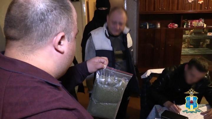 За торговлю наркотиками в Ростове полиция задержала банду из шести человек
