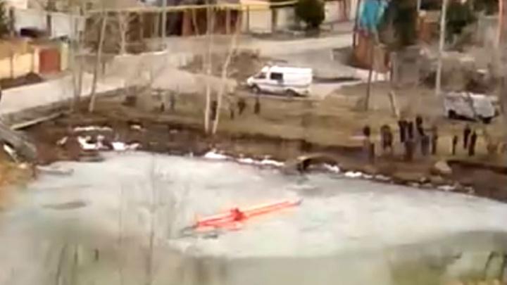 Четверо детей провалились под лёд в пруду на Малиновского: двое утонули