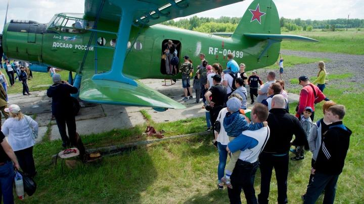 Воздушный праздник: на фестивале «Крылья лета» под Челябинском показали авиашоу и прыжки с парашютом