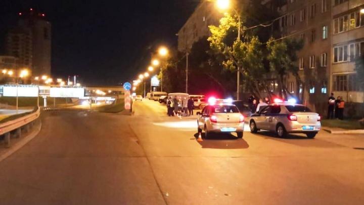 Белый седан насмерть сбил пешехода на Ипподромской и скрылся