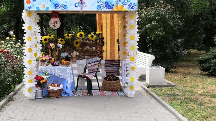 Согревающие танцы и холодное оружие: в центре Волгограда открылось «Казачье Подворье»