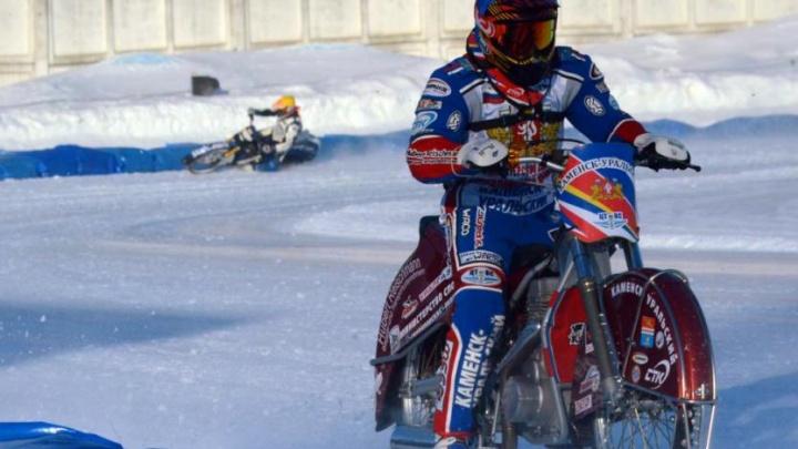 Уфимские гонщики — лидеры чемпионата России по мотогонкам на льду