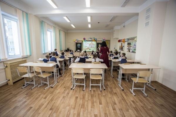 Не все школы уже начали выдавать родителям бланки заявлений