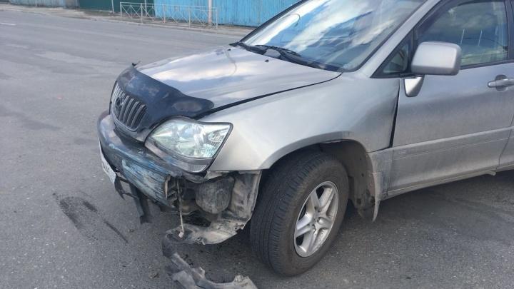 «Лексус» врезался в «Субару» в Заельцовском районе