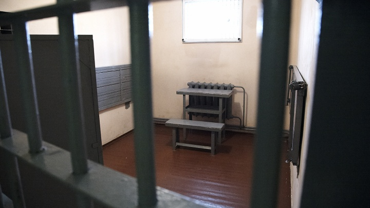 Плесецкий мошенник получил восемь лет к сроку за преступления, совершенные из-за решетки
