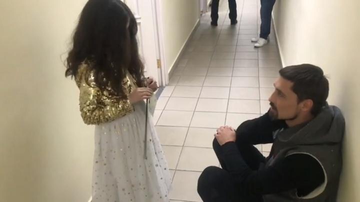 Дима Билан встретился с 6-летней «Мисс Россия» из Красноярска и дал наставление на будущее