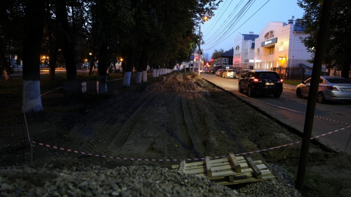 Илья Варламов назвал парковку в сквере на Чайковского глупостью и вредительством