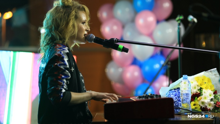 Звезда Лиза Монеточка с температурой выступила в Красноярске. Как это было