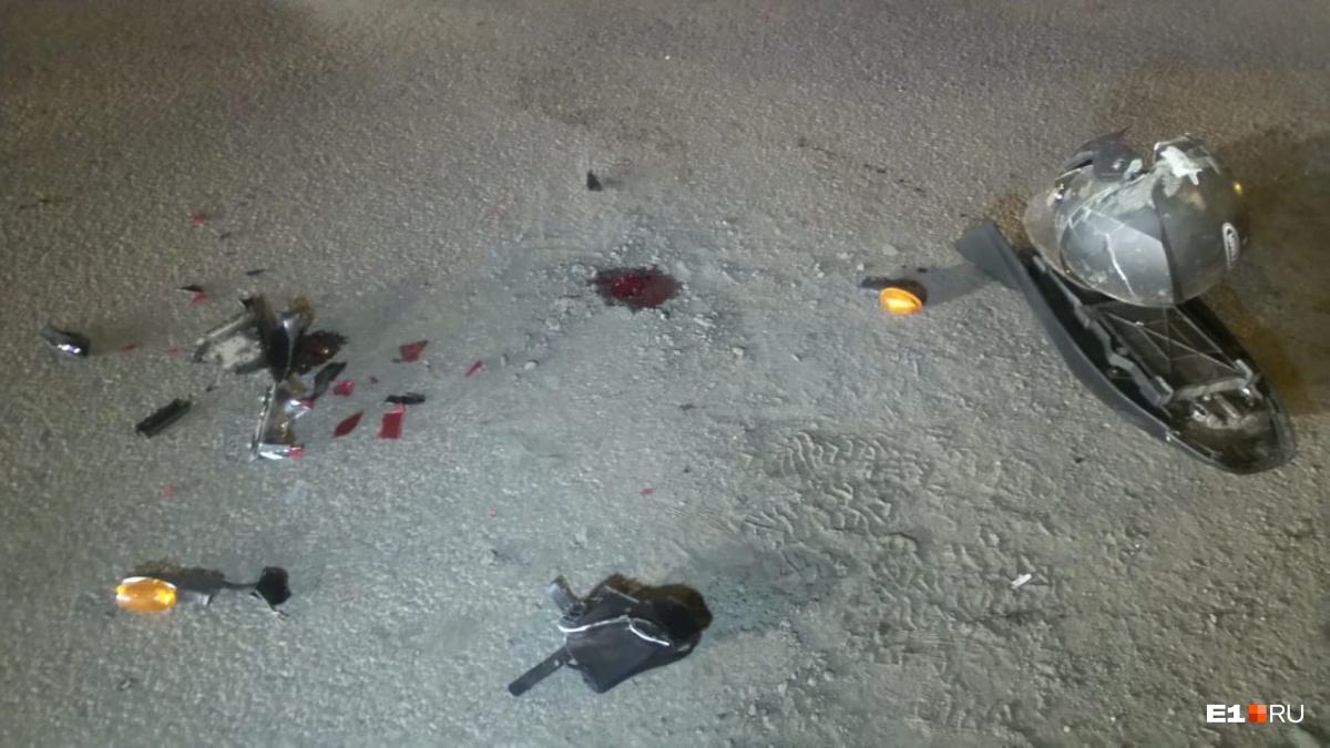 После ДТП в центре Екатеринбурга мотоциклист впал в кому