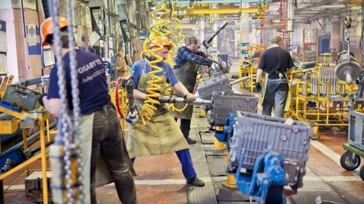 В Ярославле работников двух крупных заводов уведомили о переходе на 4-дневную рабочую неделю