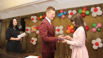 Свадьба в колонии: фоторепортаж с торжества за колючей проволокой