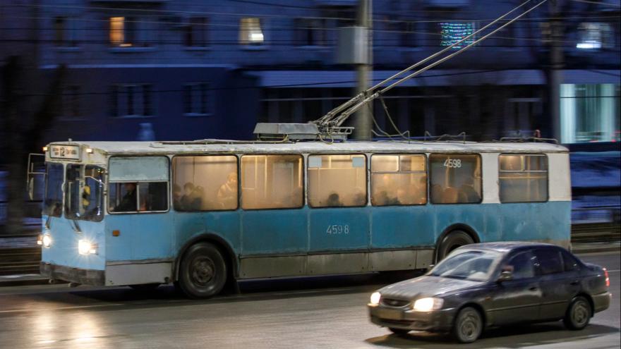 «За ним скорая с мигалками»: в центре Волгограда экстренно остановился троллейбус