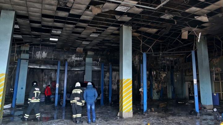 «Есть угроза обрушения»: в Уфе на месте сгоревшего автоцентра работают дознаватели