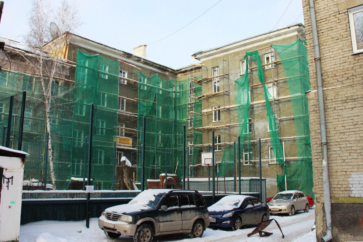 В доме по адресу улица Урицкого, 12 начали делать ремонт, но заканчивать не стали