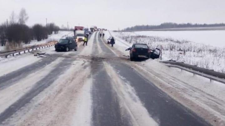 В ДТП на трассе в Прикамье два человека погибли, еще трое — в больнице