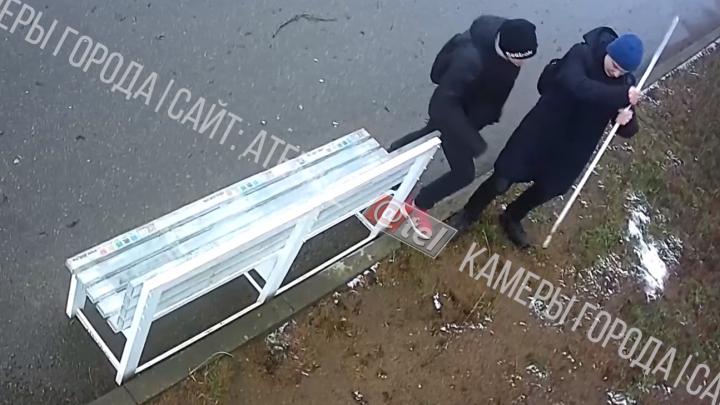 На их месте мог быть каждый: рыбинские парни попали на видео, когда делали доброе дело