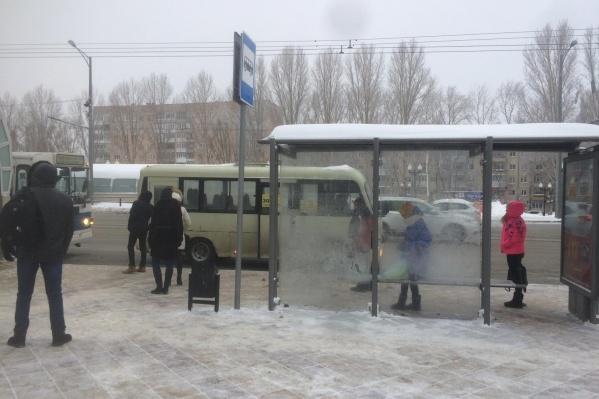 Авария произошла на остановке «Улица Революционная»