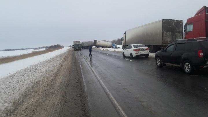 Страшная авария на трассе Волгоградской области: пострадали двое