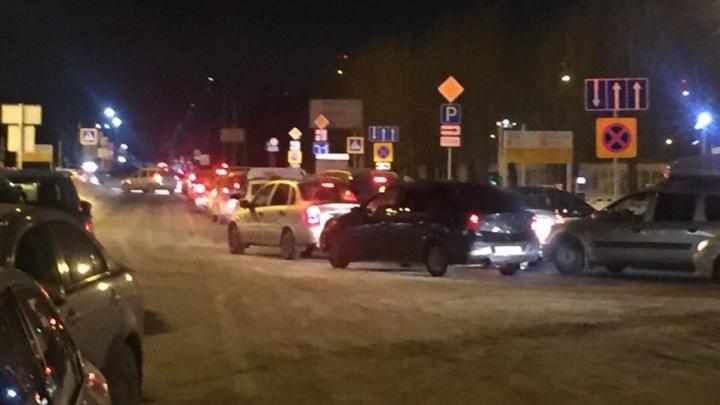 В Кольцово объяснили утренние гигантские пробки на въезде в аэропорт