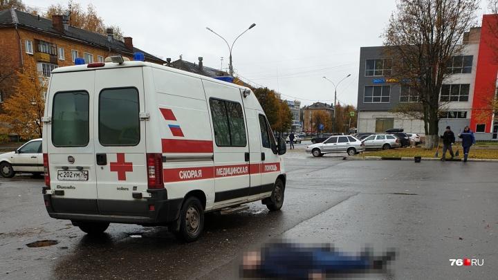 В Ярославле нашли тело мужчины: очевидцы сообщили, что происходит на месте
