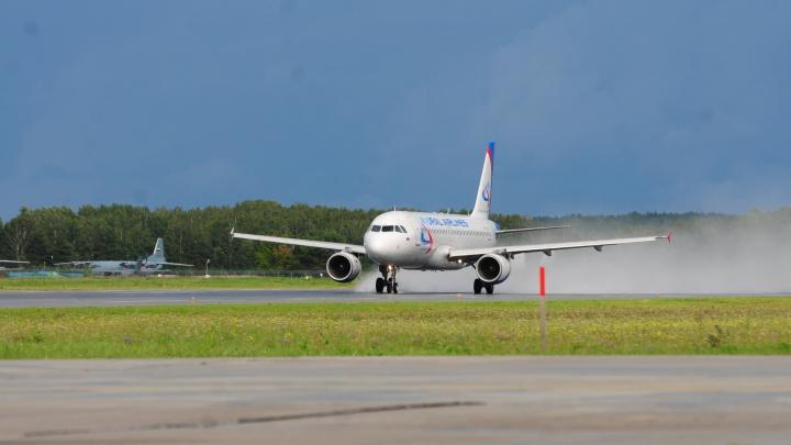 В Кольцово из-за поломки приземлился лайнер «Уральских авиалиний», летевший в Томск