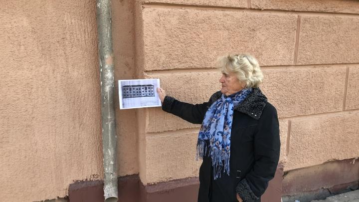 «Лучше бы баннером закрыли к приезду президента»: жильцов поразил ремонт фасада в центре Омска