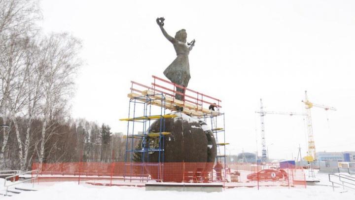 В Кольцово поставили «Девочку на шаре» Григоряна