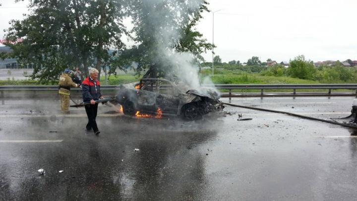 В утреннем ДТП на Щербакова, где взорвалась и сгорела машина, пострадали три человека