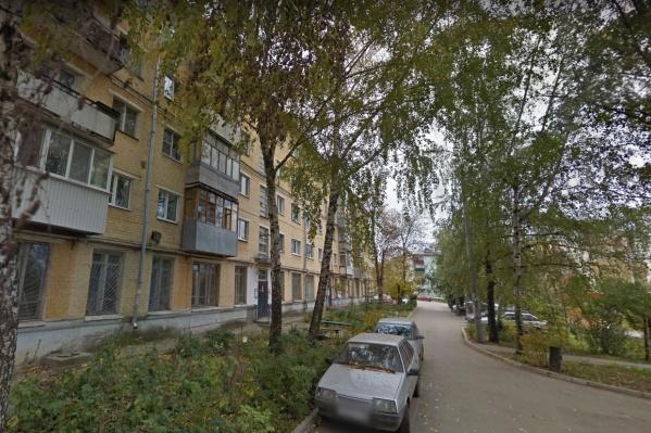Жители 18-го км Московского шоссе полдня провели без холодной воды
