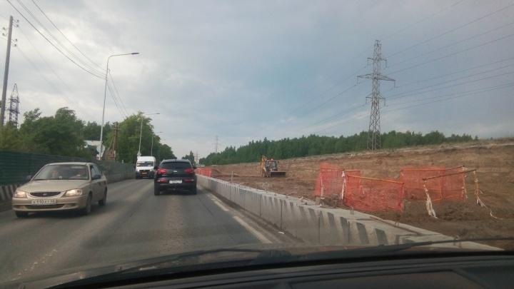 Техники не видно, но работы идут: чиновники рассказали о реконструкции Мельникайте в сторону Дружбы