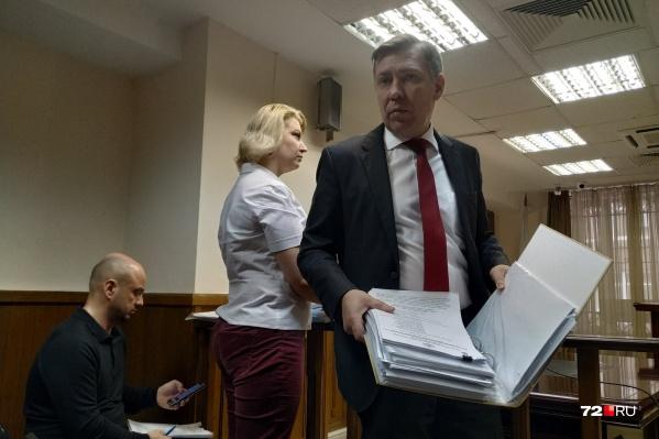 Степан Матаев обратил внимание представителей правительства и департамента недропользования на тот факт, что они уже больше месяца не могут донести все необходимые документы