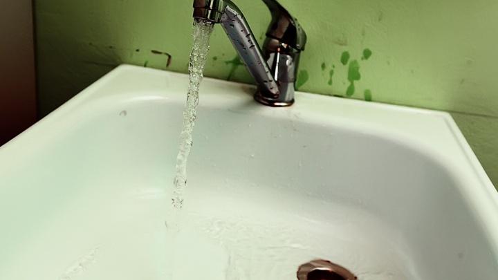 В центре Кургана и в Рябково вода после отключения не пригодна для питья