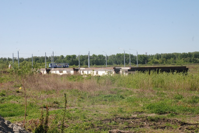 Недостроенный дом находится недалеко от трамвайного кольца на «Чистой Слободе»