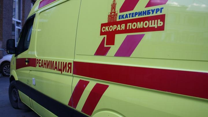 На ВИЗе женщина разбилась насмерть, выпав из окна многоэтажки