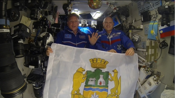 Для космонавта из Екатеринбурга сделают гигантскую живую открытку из 240 человек