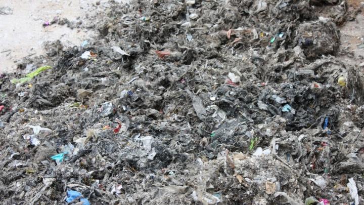 «Несколько часов отдирали застрявшие тряпки»: курганцев просят не бросать мусор в канализацию