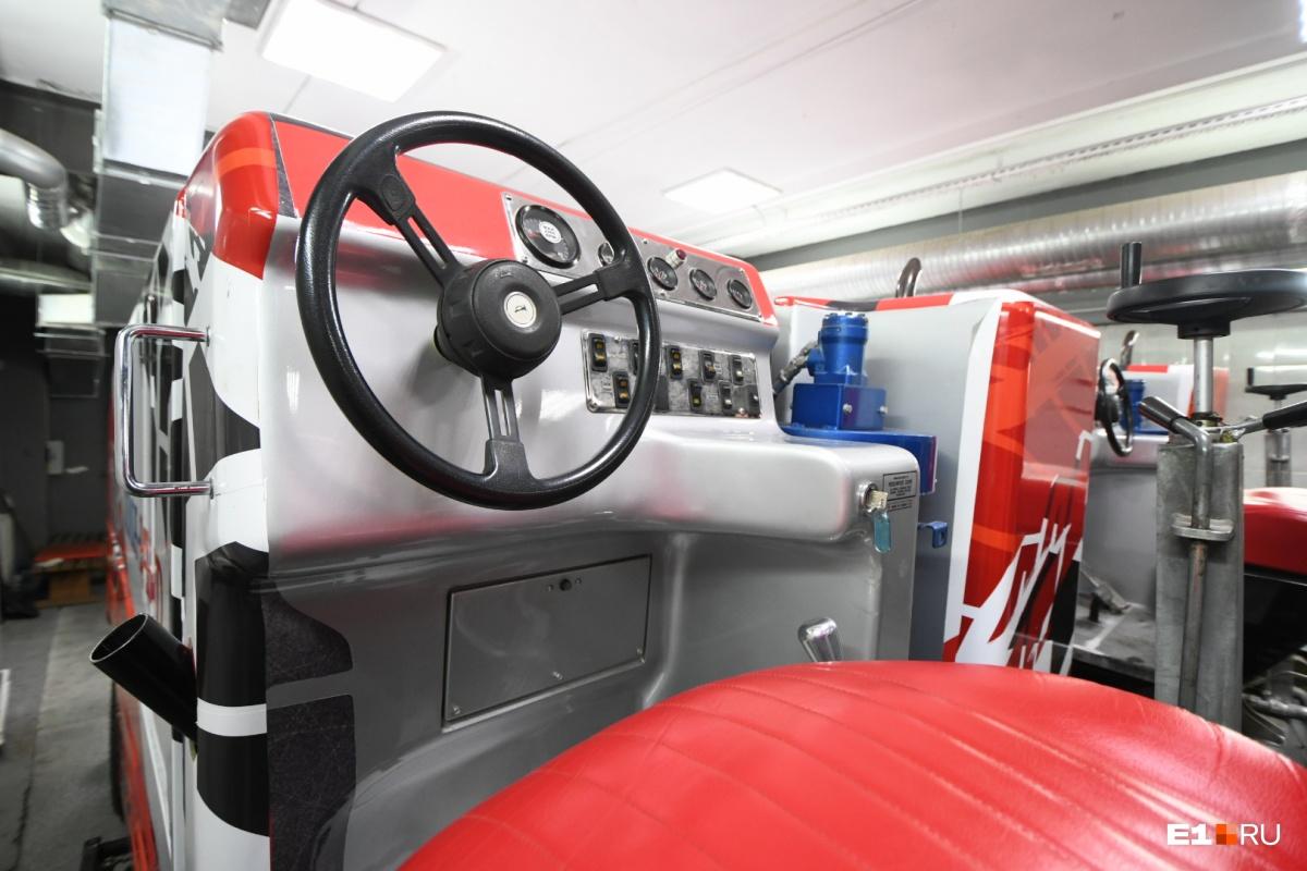 Максимальная скорость, которую может набрать ледозаливочная машина, — 12 километров в час