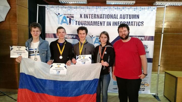 Занимались по пять часов: ученики челябинского лицея завоевали два золота на турнире по информатике