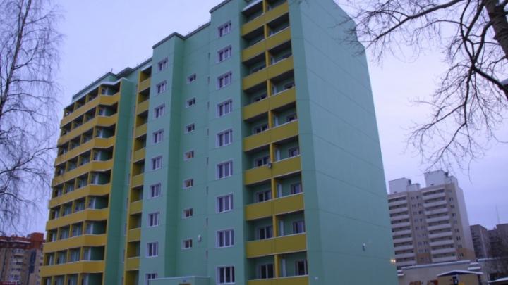 Ждали четыре года: первые новоселы въехали в жилой дом для полицейских в Архангельске