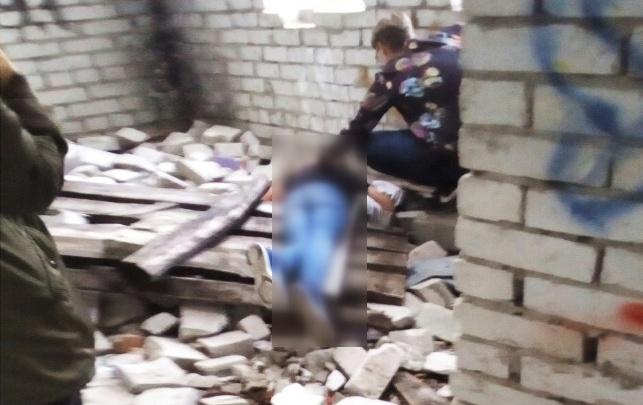 В Тюмени с высоты упал подросток, гуляющий по стройке