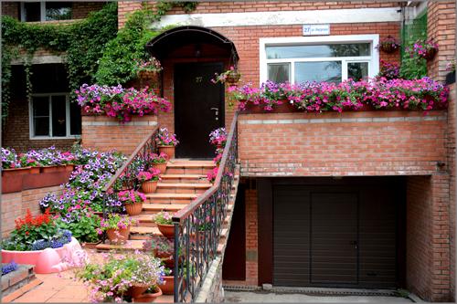 В Ленинском районе определили самый красивый дом и балкон
