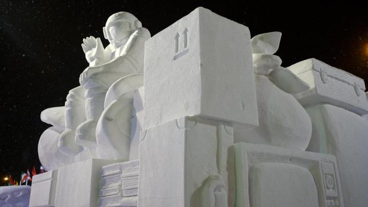 Герой аниме и японское божество: мастера из Китая и Малайзии построят в Перми ледяные скульптуры