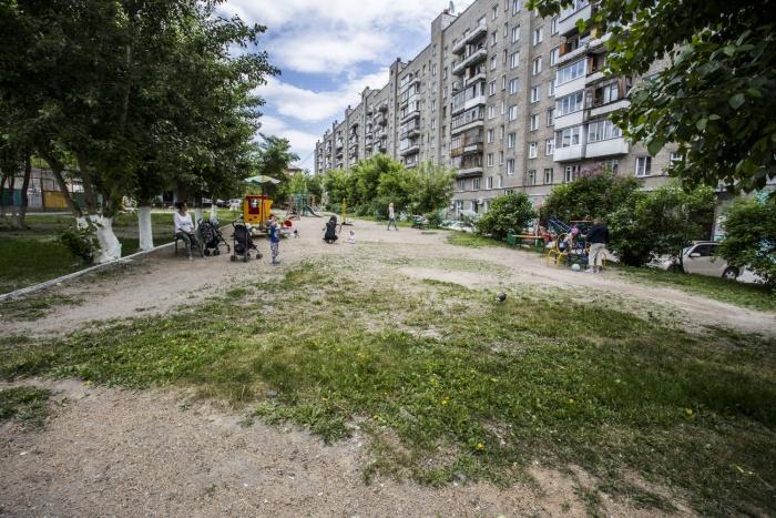 Благоустройство новосибирских дворов пообещали закончить к осени
