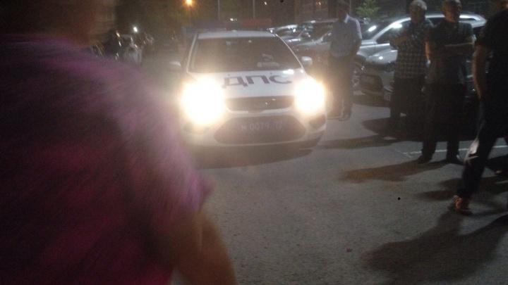 Ночью пьяные тюменцы на «шестерке» протаранили три припаркованные машины