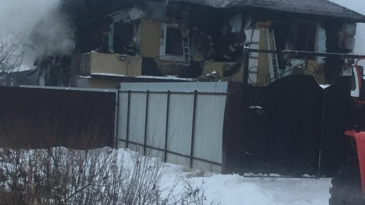 Дом сгорел вместе с собакой: целая семья из Ярославской области осталась без крова