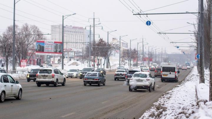 В Самаре на Московском шоссе залатают метровые ямы