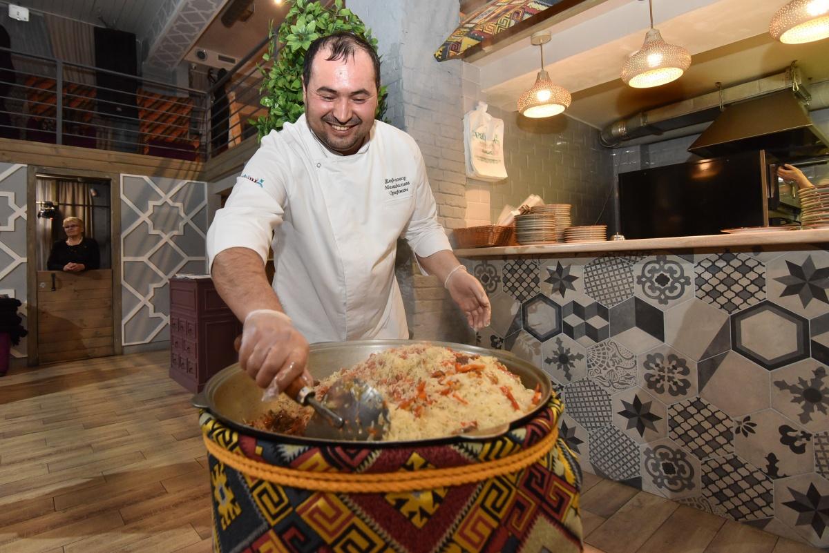 Приготовили чан плова и самый большой мант: как в Екатеринбурге отметили узбекский Новый год