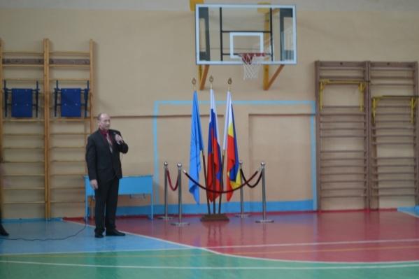 В спортзале часто проводят и торжественные мероприятия школы