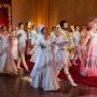 Ожившие скульптуры и танцующие зрители. Фото с премьеры спектакля «Бал» в пермском Театре-Театре